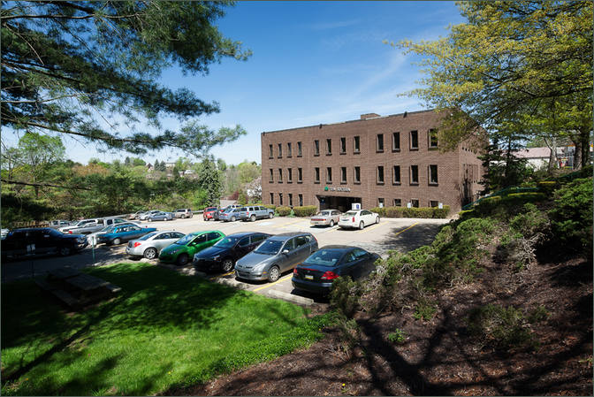 1016 Greentree Road Offices