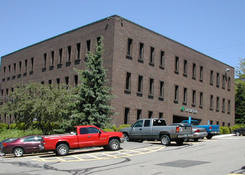 1016 Greentree Road Offices: Side view